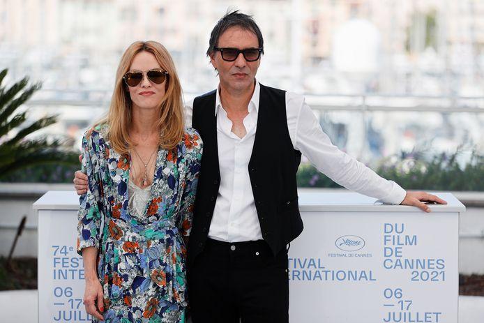 Samuel Benchetrit et son actrice et partenaire de vie, Vanessa Paradis pose