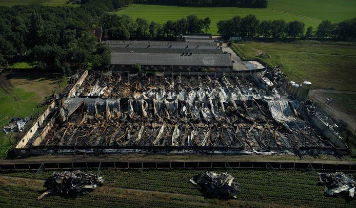 De schade na de grote brand op het varkensbedrijf van Lansink in Agelo in 2017.