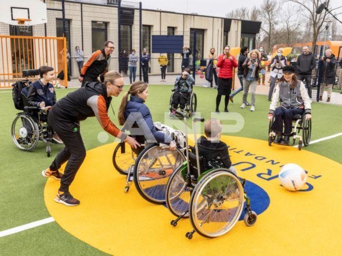 Een bijzonder moment op 23 maart bij De Hoogstraat Revalidatie in Utrecht. Bibian Mentel was aanwezig om haar eigen Speciale Cruyff Court te openen.