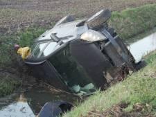 Automobilist belandt via berm in sloot tussen Windesheim en Zwolle