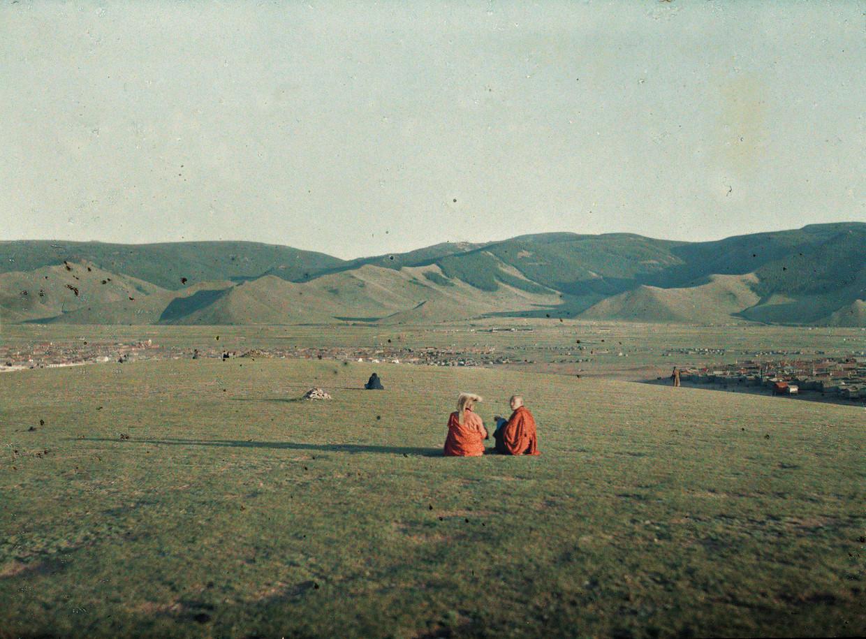 Twee lama's bij de Tsagaanheuvel, Ulaanbaatar, Mongolië, 1913.
