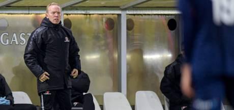 Thomassen en Dzepar voorlopig in de wachtkamer bij Helmond Sport: 'Moeten voor hun plekje knokken'