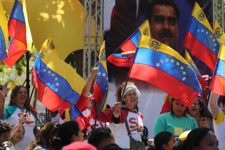 Aanhangers van Maduro. Beeld EPA