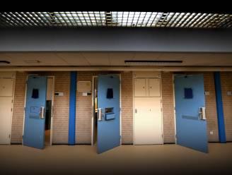 Medewerker gevangenis Leeuwarden zwaargewond na aanval gevangene