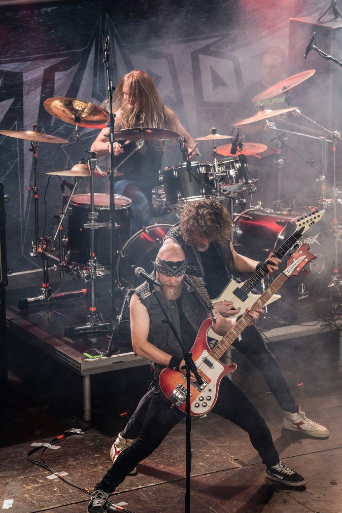 Optreden van metalband Cryptosis (destijds nog Distillator) op het Randrockfestival in Vriezenveen.
