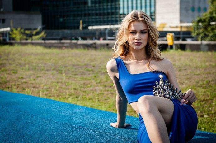 Saartje Langstraat (20) is Miss Earth Nederland: 'Voor de camera groeit mijn zelfvertrouwen'