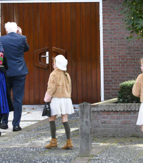In opspraak geraakte kerk in Staphorst: geen maximum van 30 bezoekers en geen mondkapjesverplichting