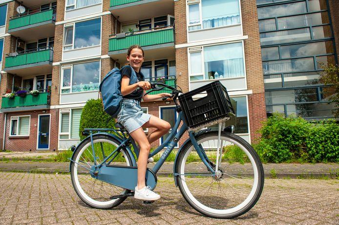 Lianne Buitelaar op de fiets.