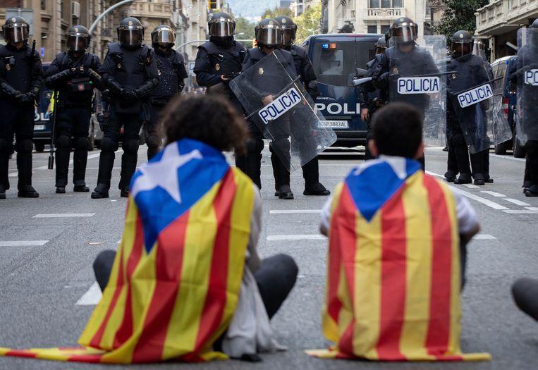 Ook de oproerpolitie is opnieuw massaal aanwezig in Barcelona.