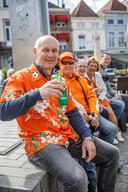 Met vrienden toch even een biertje doen op de markt van Bergen op Zoom