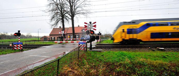 Er rijden straks heel veel meer treinen over de spoorwegovergangen in Esch.