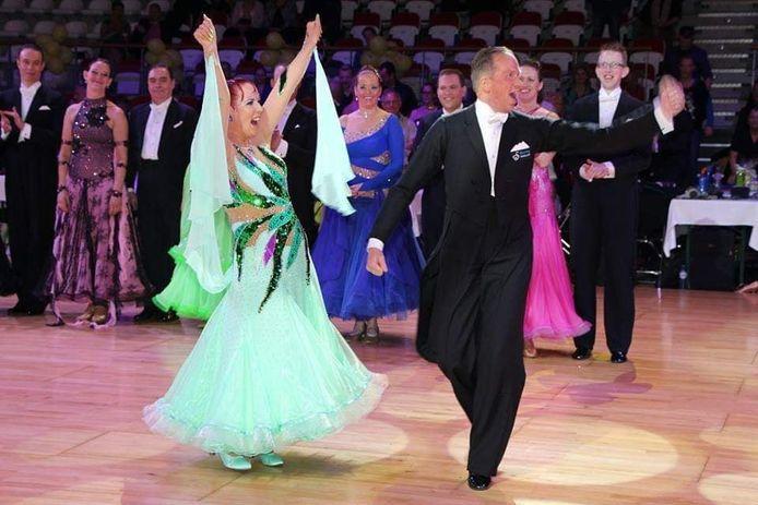 Karin Kleis (55) en haar danspartner.
