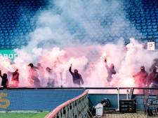 Feyenoord-fans komen stadion in tijdens wedstrijd tegen RKC en gooien vuurwerk op veld