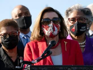"""Amerikaanse Huis-voorzitster Nancy Pelosi onder vuur nadat ze George Floyd bedankt om zijn """"leven op te offeren"""""""