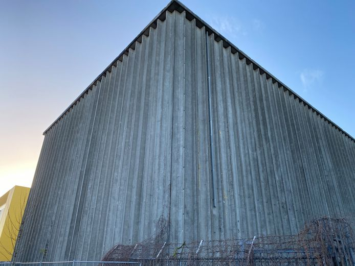 Het Koelhuis, het voormalig koelgebouw van Campina aan de Dirk Boutslaan in Eindhoven, tegenover het voormalige kantoor van de oude zuivelfabriek.