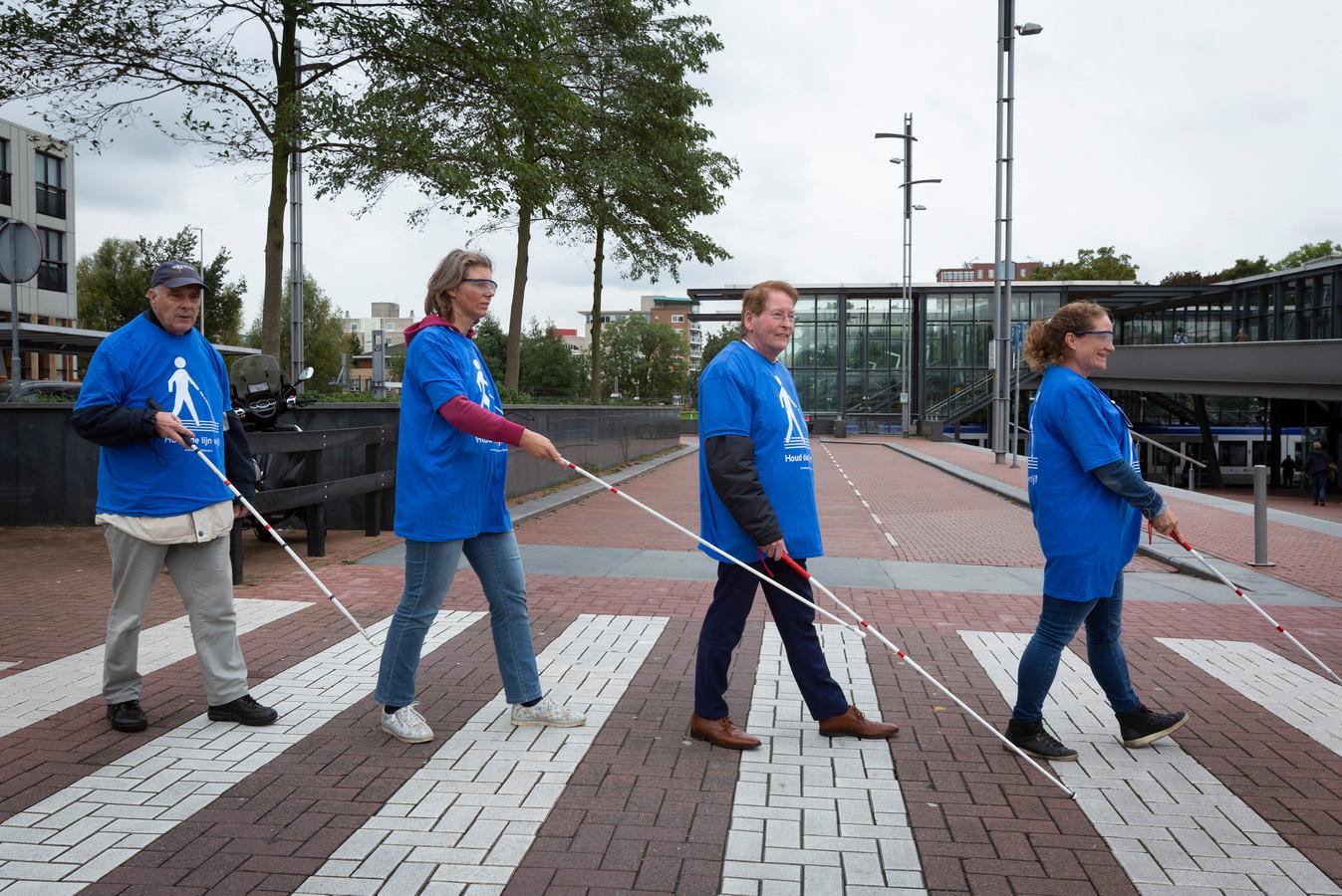 Een ervaringstour op de Dag van de Witte Stok:  in oktober testten Zoetermeerders hoe het is om als slechtziende door de stad te lopen.