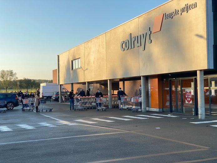 In een vestiging van warenhuis Colruyt kon het dievenduo ingerekend worden.