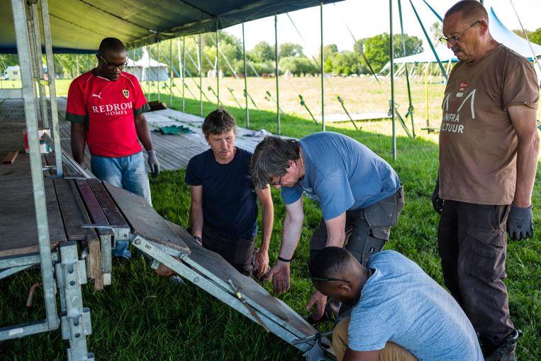 De opbouw van de tenten en podia voor Sfinks Mundial is volop bezig.