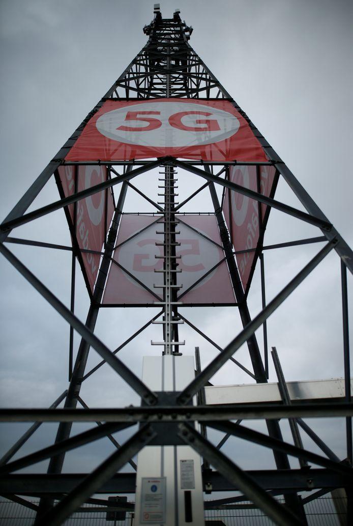 Een 5G-testmast van Vodafone in het Duitse Aldenhoven waar het al enkele jaren proeven deed met de nieuwe mobiele standaard.