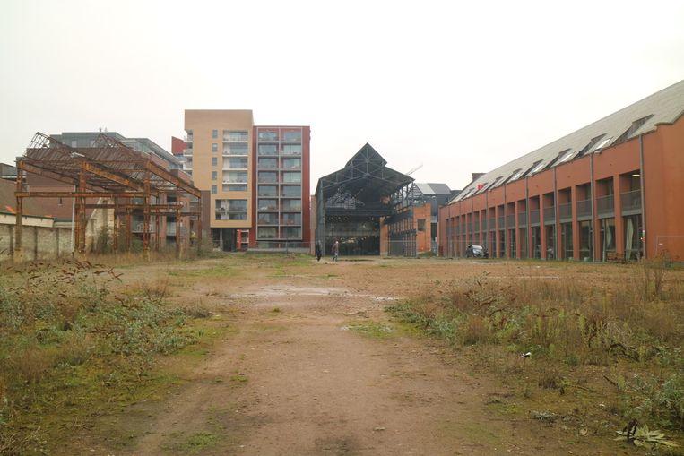 Het terrein achter de Direkteurswoning aan DOK Noord ligt al enkele jaren braak.