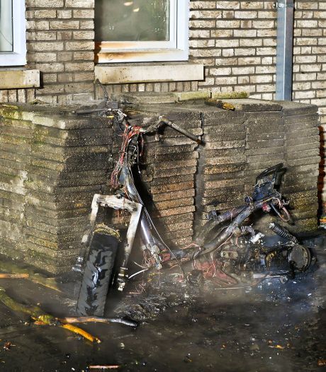 Scooter verwoest door brand in Valkenswaard