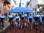 Acht min één fietsers starten aan tocht naar Mont Ventoux