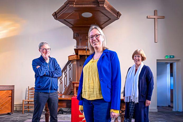 Dominee Harm-Jan Inkelaar is met emeritaat, vrouw Charlotte gaat door en krijgt assistentie van Gerarda de Jonge (midden).