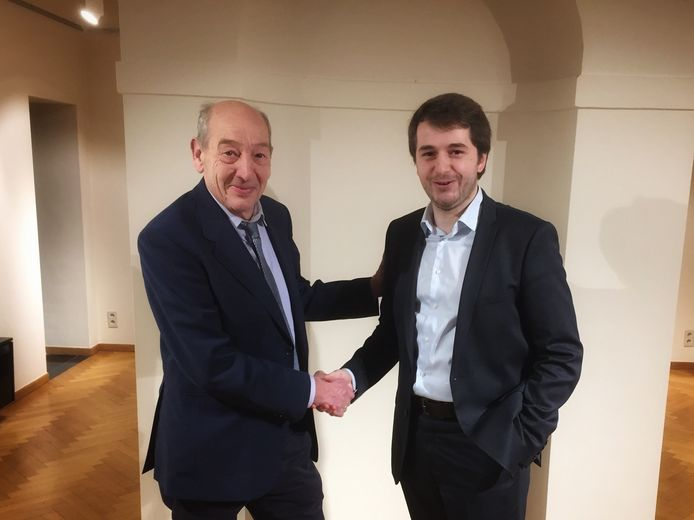Mathias Diricx (rechts) vroeg de erkenning als ereburgemeester voor Edward De Wit aan.