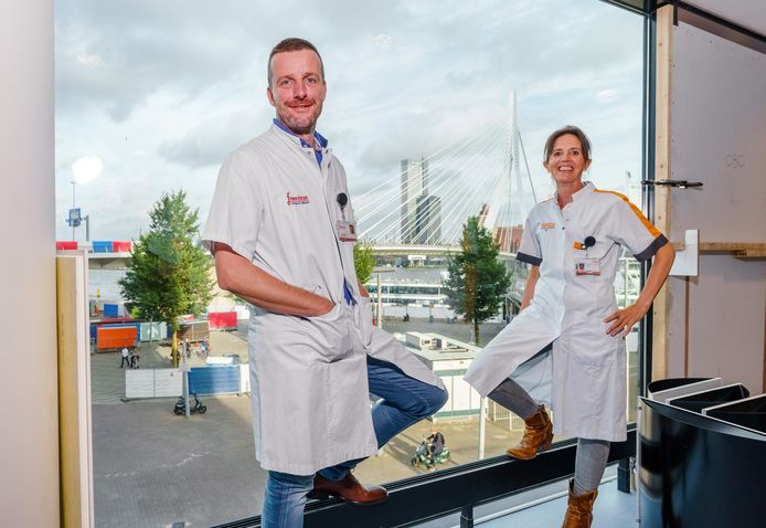 KNO-arts Willem Kelders en neuroloog Liselotte Ruts in het nieuwe Duizeligheidscentrum Rotterdam aan het Willemsplein.