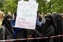 Actievoerders  tegen het boerkaverbod tijdens een demonstratie in Den Haag begin augustus.