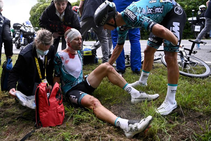 Cyril Lemoine is flink geraakt en zijn Tour is voorbij.