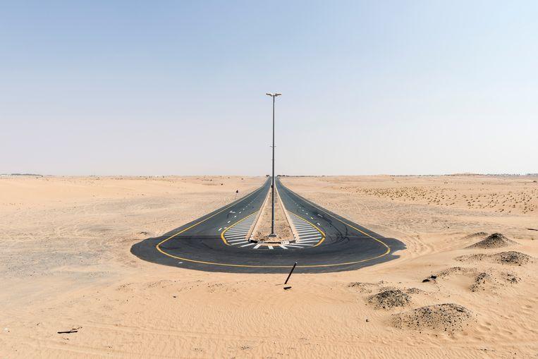 2016.Doodlopende weg in de Al Qudra-woestijn? Dat dacht u maar! Beeld Nick Hannes