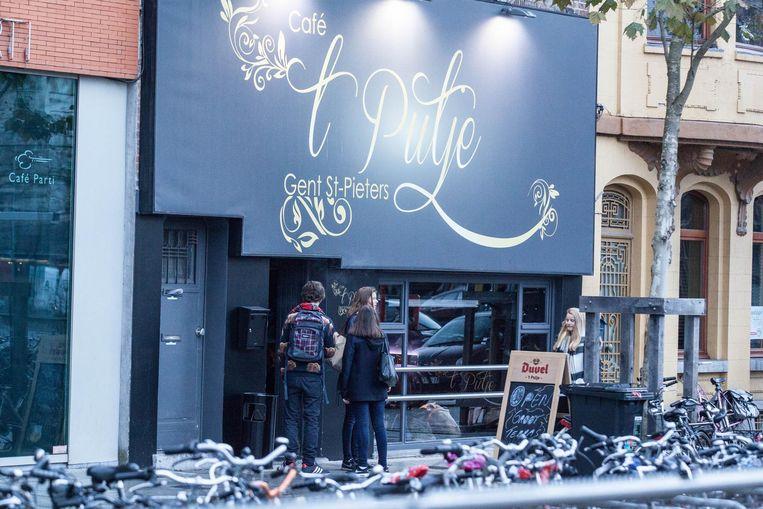 Café 't Putje op het Maria-Hendrikaplein was populair bij jongeren uit het secundair.