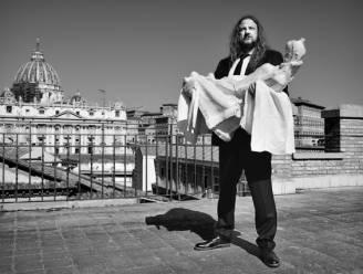 """Kunstenaar Johan Tahon mag beeld overhandigen aan de paus: """"Met het werk in mijn handen heb ik in het Vaticaan dezelfde weg afgelegd als Michelangelo"""""""
