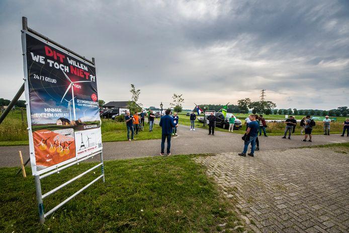 Dinsdagavond werd in Geesteren  nog geprotesteerd tegen een windmolenplan in de driehoek Neede-Noordijk-Haarlo.