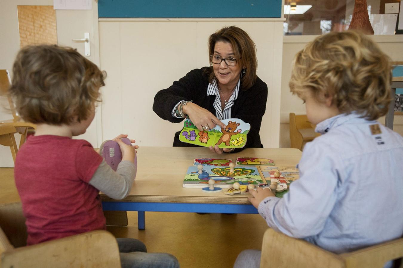 """Jozien Sleutjes aan het werk. ,,We helpen tientallen kinderen per jaar."""""""