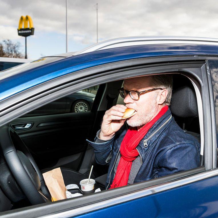 Een pitstop bij MacDonalds Beeld Jiri Buller