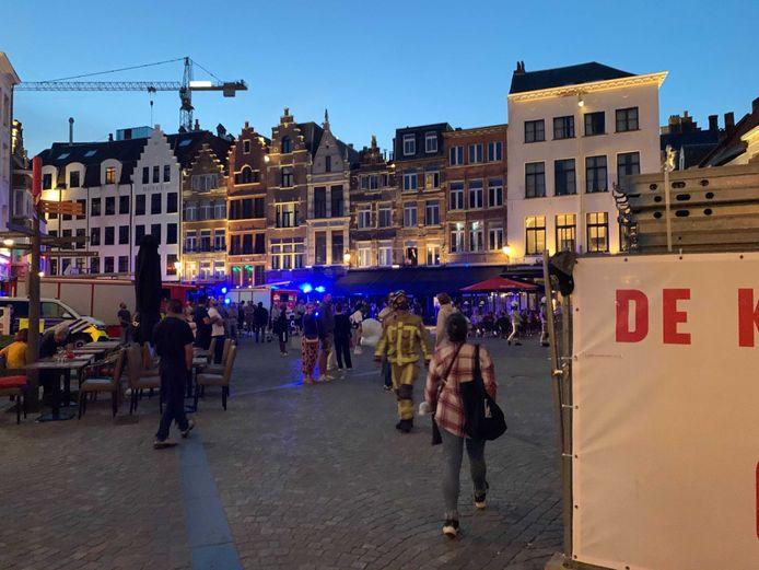 De brandweer op de Handschoenmarkt.
