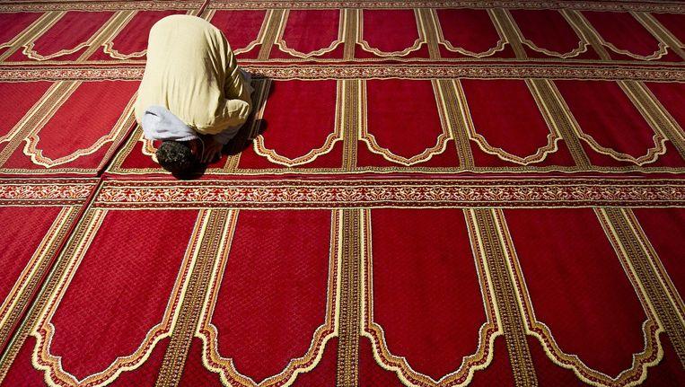Een bezoeker van de Essalam moskee in Rotterdam. Beeld ANP