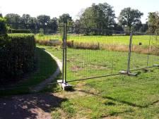 Bewoner moet hekken tegen hondendrollen in Kruidenwijk weer verwijderen