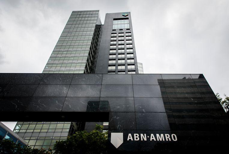 Het hoofdkantoor van ABN Amro op de Zuidas wordt verkocht om het vervolgens deels terug te huren. Beeld Bart Maat/ANP