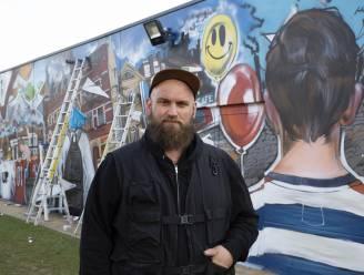 Graffitikunstenaar transformeert grijze muur van sporthal GO! Atheneum Geraardsbergen in schitterende muurschildering