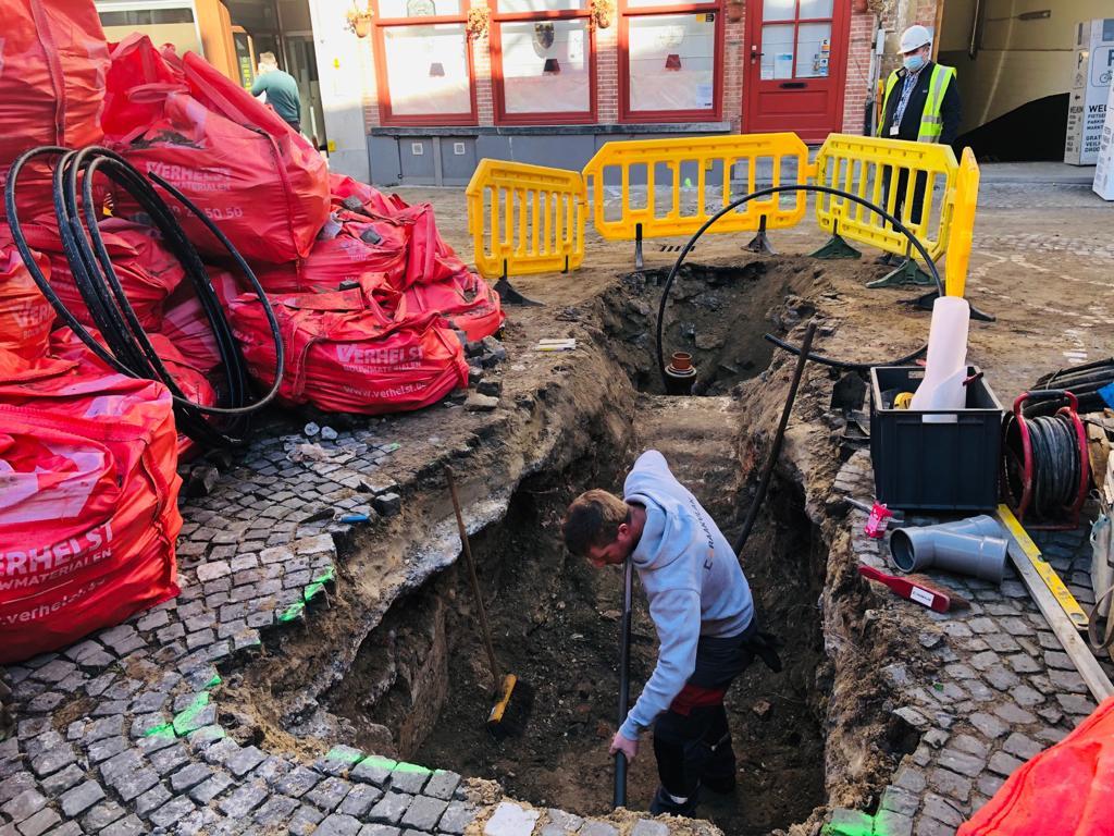 De archeologische vondst werd gedaan in de Sint-Amandsstraat in Brugge.
