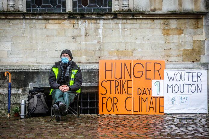 Wouter Mouton gaat opnieuw in hongerstaking voor het klimaat in Brugge.