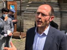 Le rapporteur de l'ONU Olivier De Schutter rend visite aux sans-papiers grévistes de la faim à l'église du Béguinage
