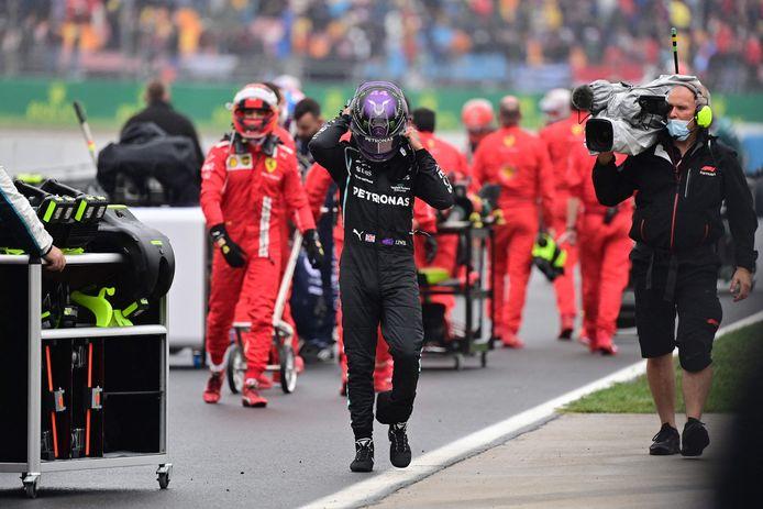 Lewis Hamilton druipt af in Instanboel.
