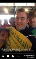 Richard de Mos, raadslid van Groep de Mos, maakt een stemfie, een selfie gemaakt in het stemhokje tijdens de gemeenteraadsverkiezingen.