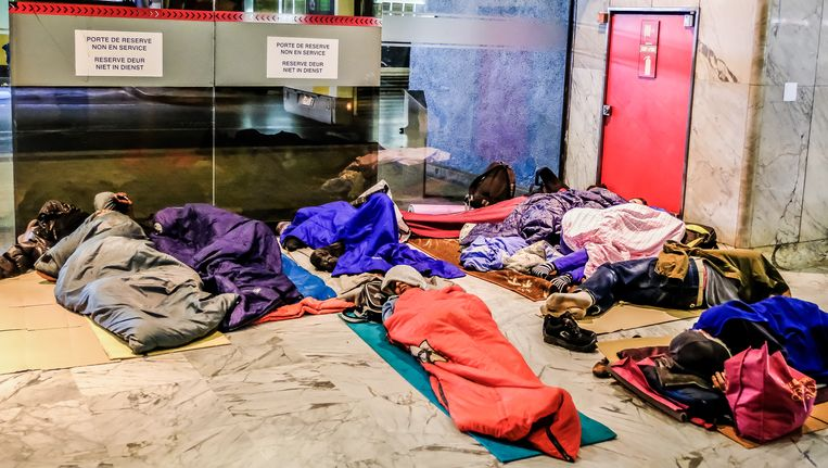 Enkele vluchtelingen overnachten in het Noordstation.