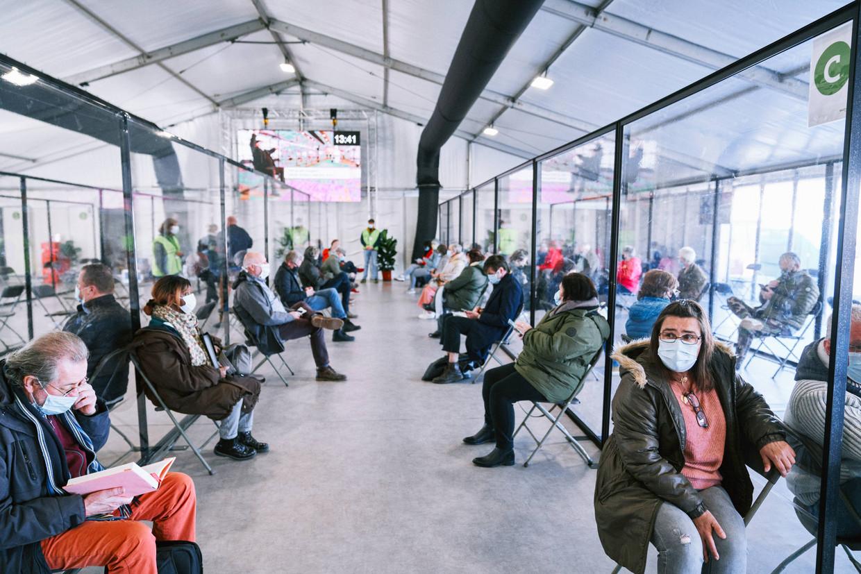 Vaccinatiedorp Spoor Oost in Antwerpen. Beeld Thomas Sweertvaegher