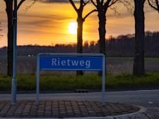 Verzakkingen en scheuren: Rietweg tussen Dronten en Lelystad gaat geheel op de schop